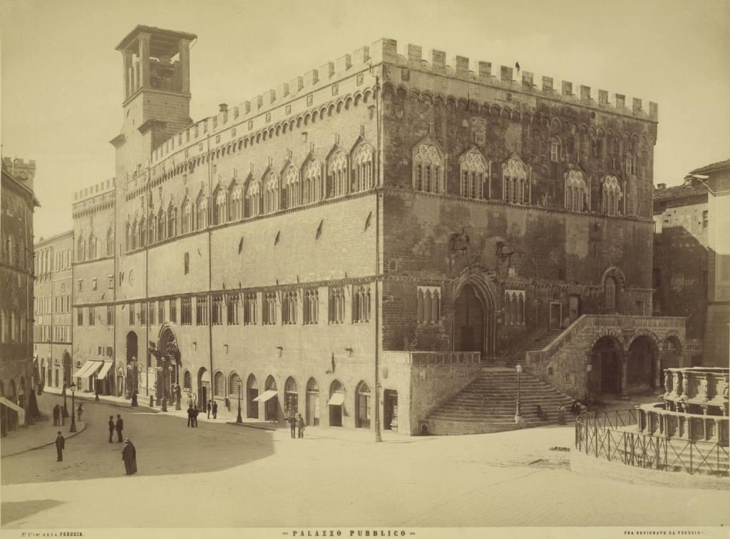Perugia,_Palazzo_Pubblico