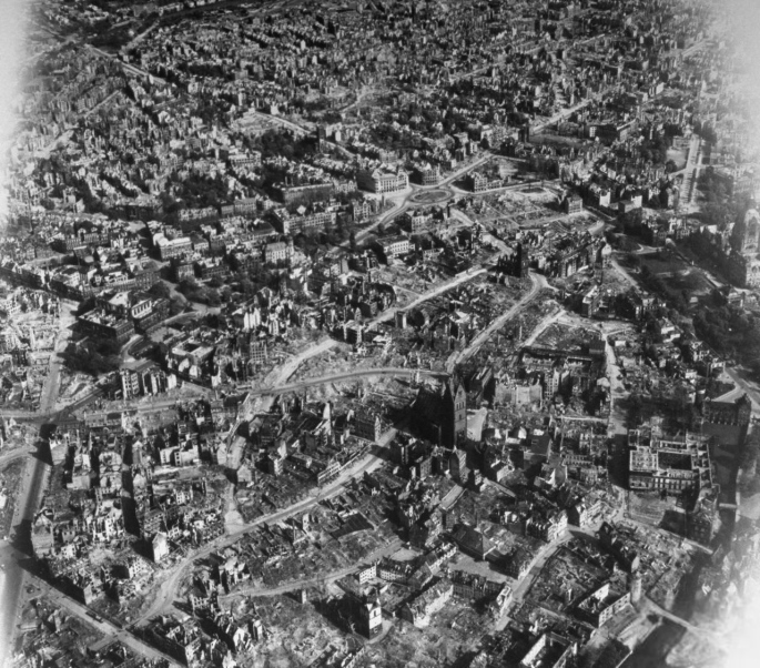 USAAF_Hannover_Innenstadt_1945