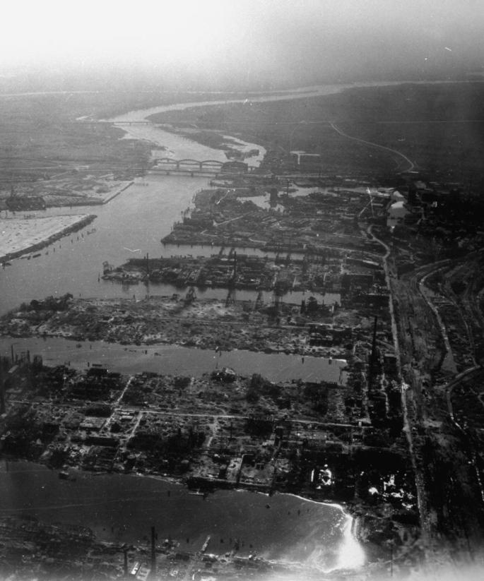 USAAF_Harburg_Seehafen_1945