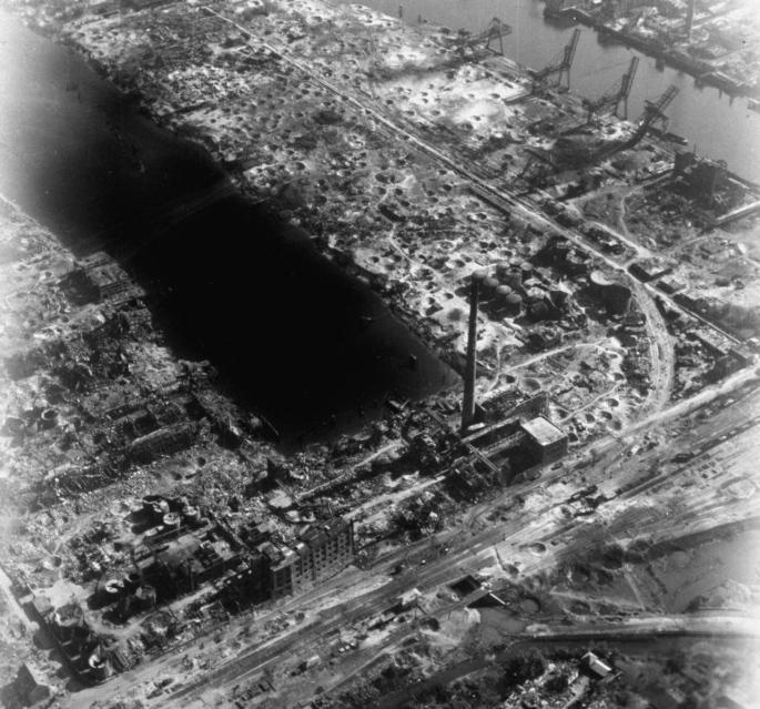 USAAF_Harburg_Seehafenstr_1945