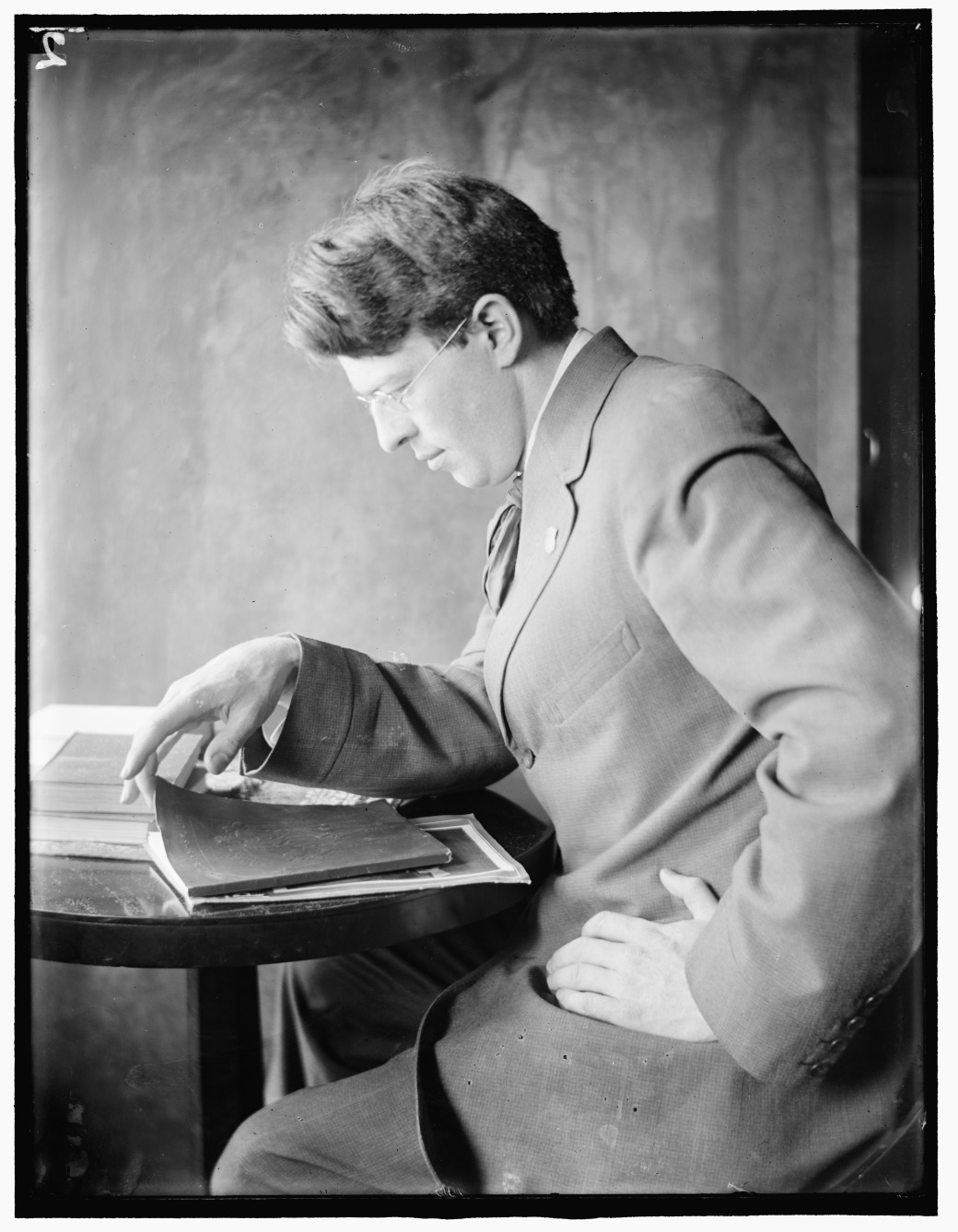 Clarence_White_Sr_by_Gertrude_Käsebier
